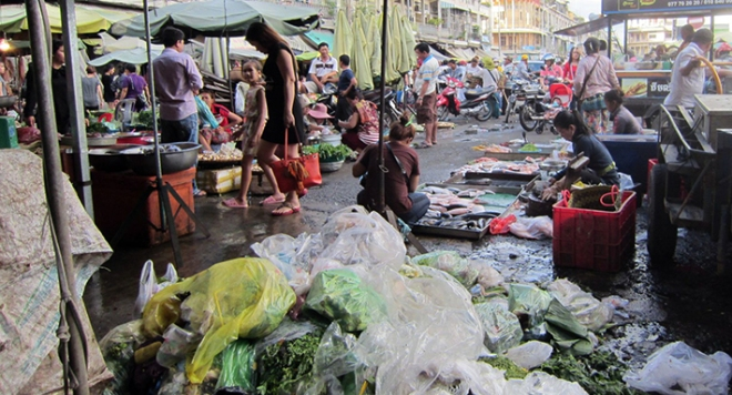 poor-sanitation-in-phnom-penhs-market-2-1